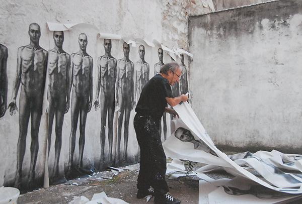 Travail de préparation de ses travaux avant affichage sur les murs