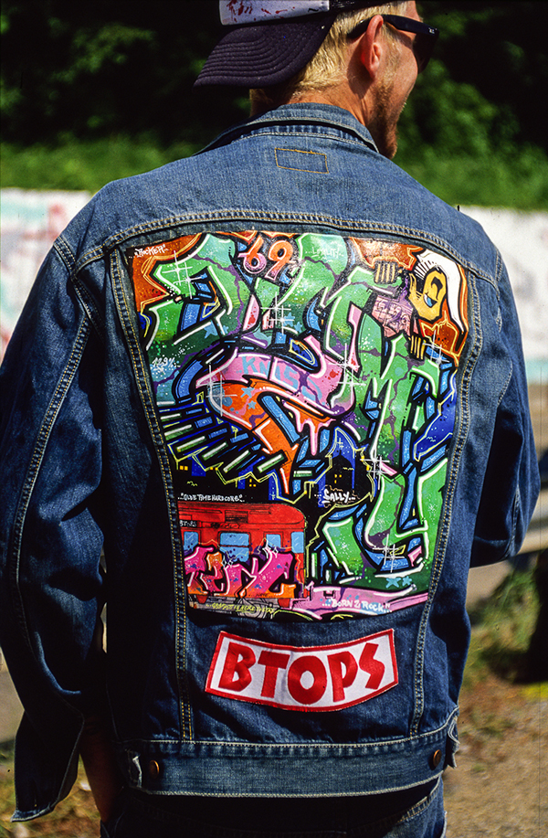 05_Jacket_Graffiti