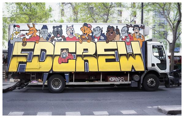 Graffiti sur un camion de paris metro aerien
