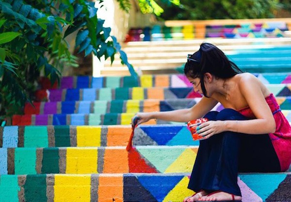 fresque colorée sur le sol