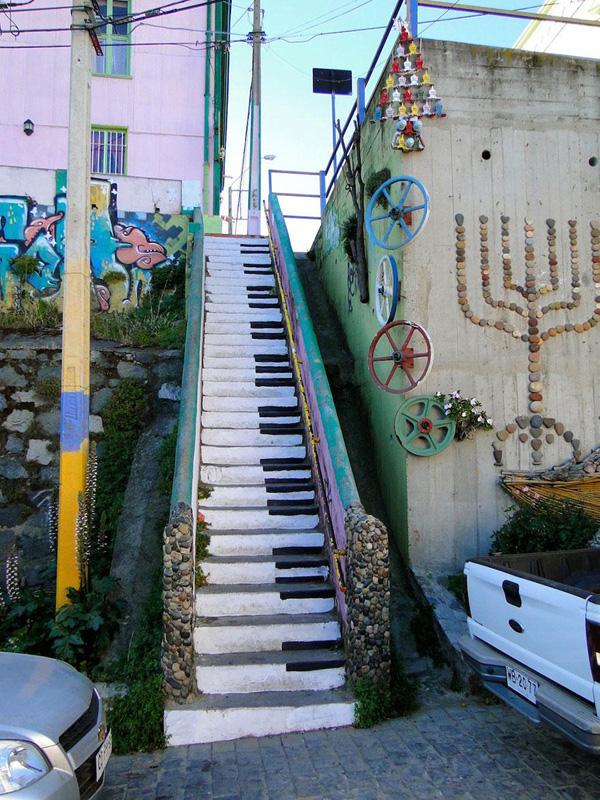 Les marches du piano deviennent des touches de piano