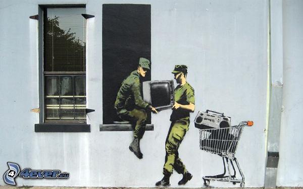 Deux militaires peints en trompe l'oeil cambriolent une maison en prenant la radio et la télévision