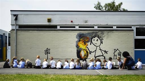 Fresque de Banksy sur une façade de l'école primaire Bridge Farm