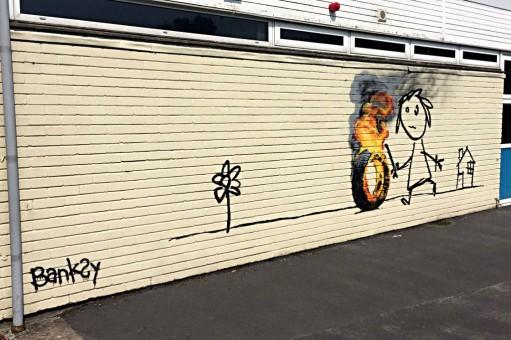 fresque de l'artiste Banksy dans l'école primaire
